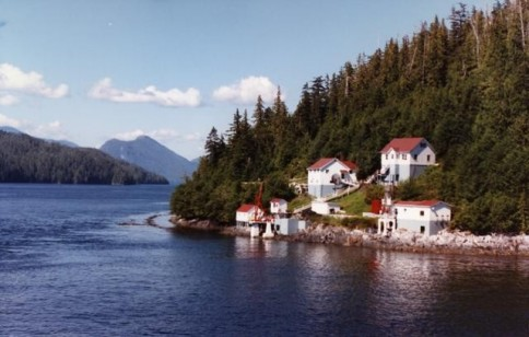 Alaska Houses on the Shore 01308