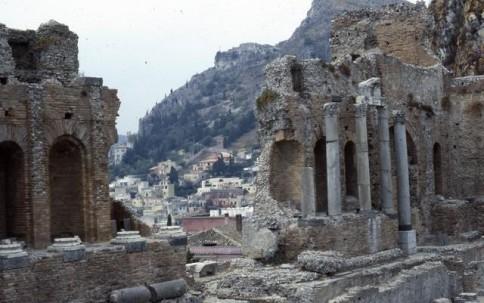 Greek city through ruins303
